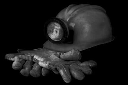 600 miners rescued from underground fire